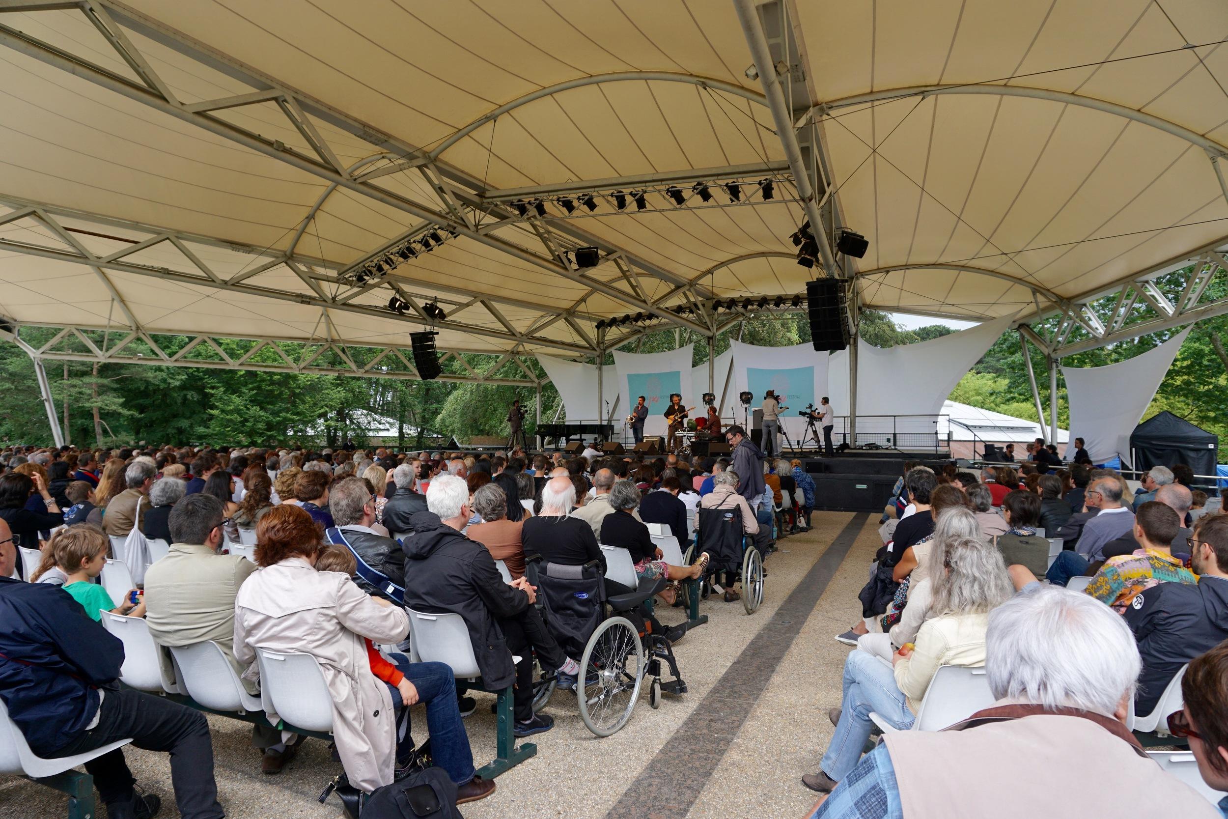 Sylvian Rifflet performs in Parc Floral de Paris.
