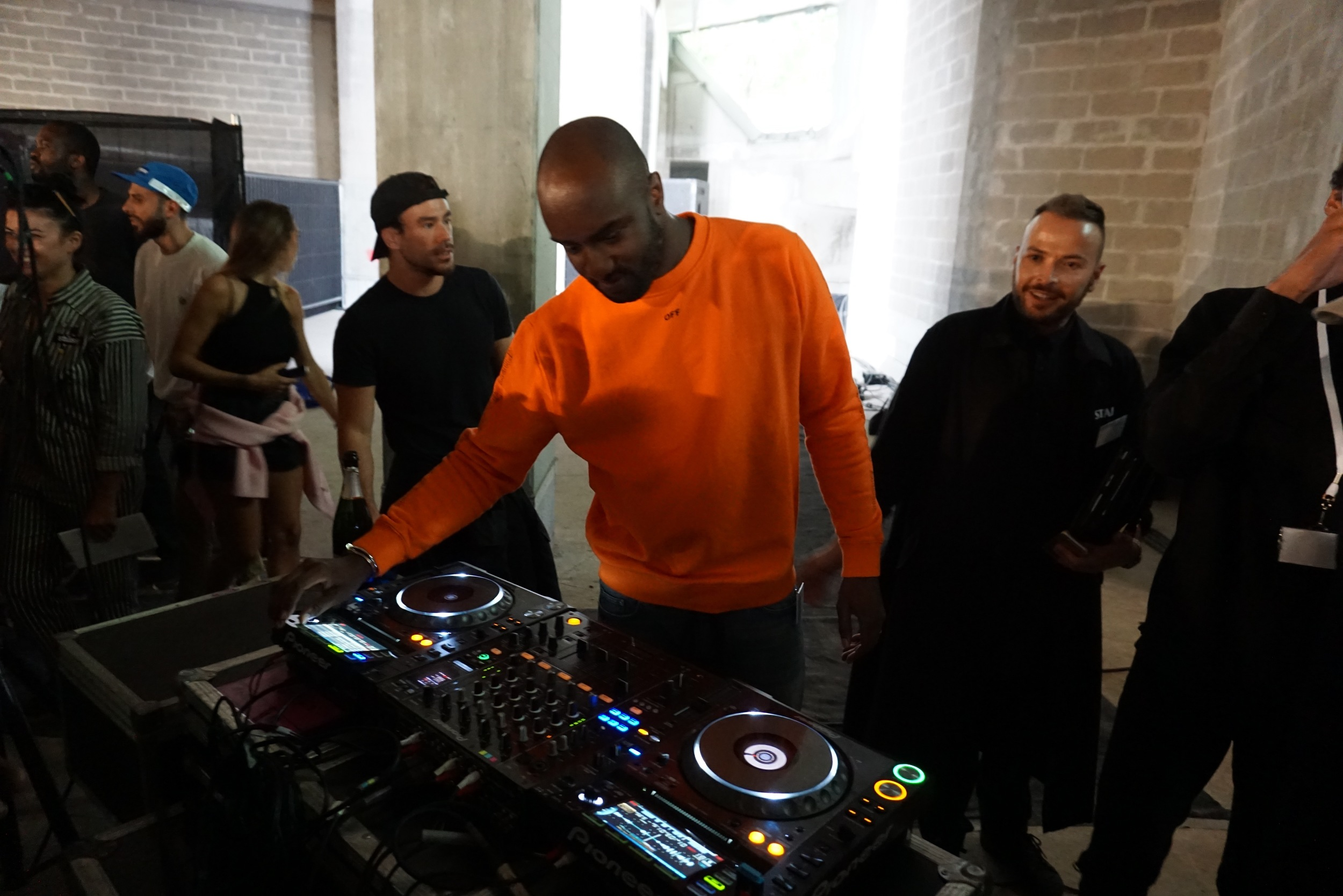 Virgil Abloh graces us with a DJ set backstage post-show at Off White men's runway collection.
