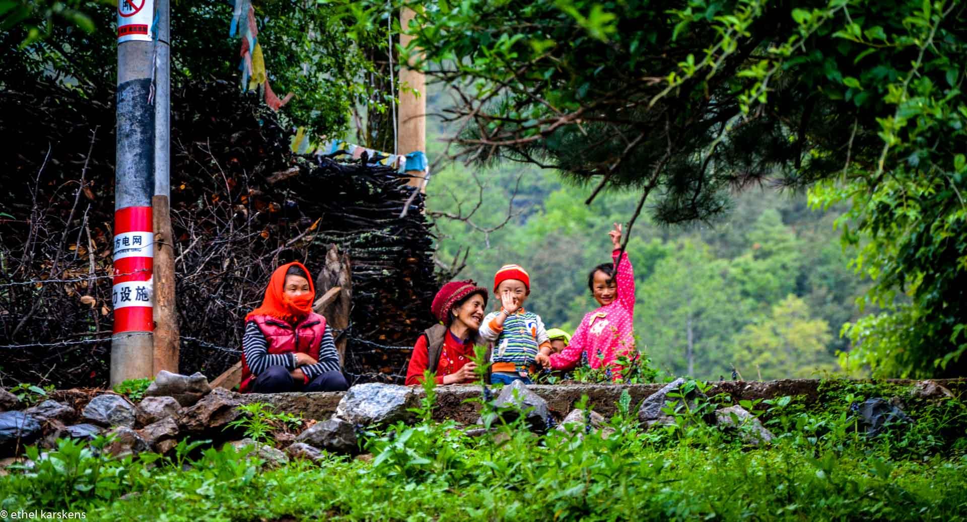 Filles et femmes dans un village Mosuo