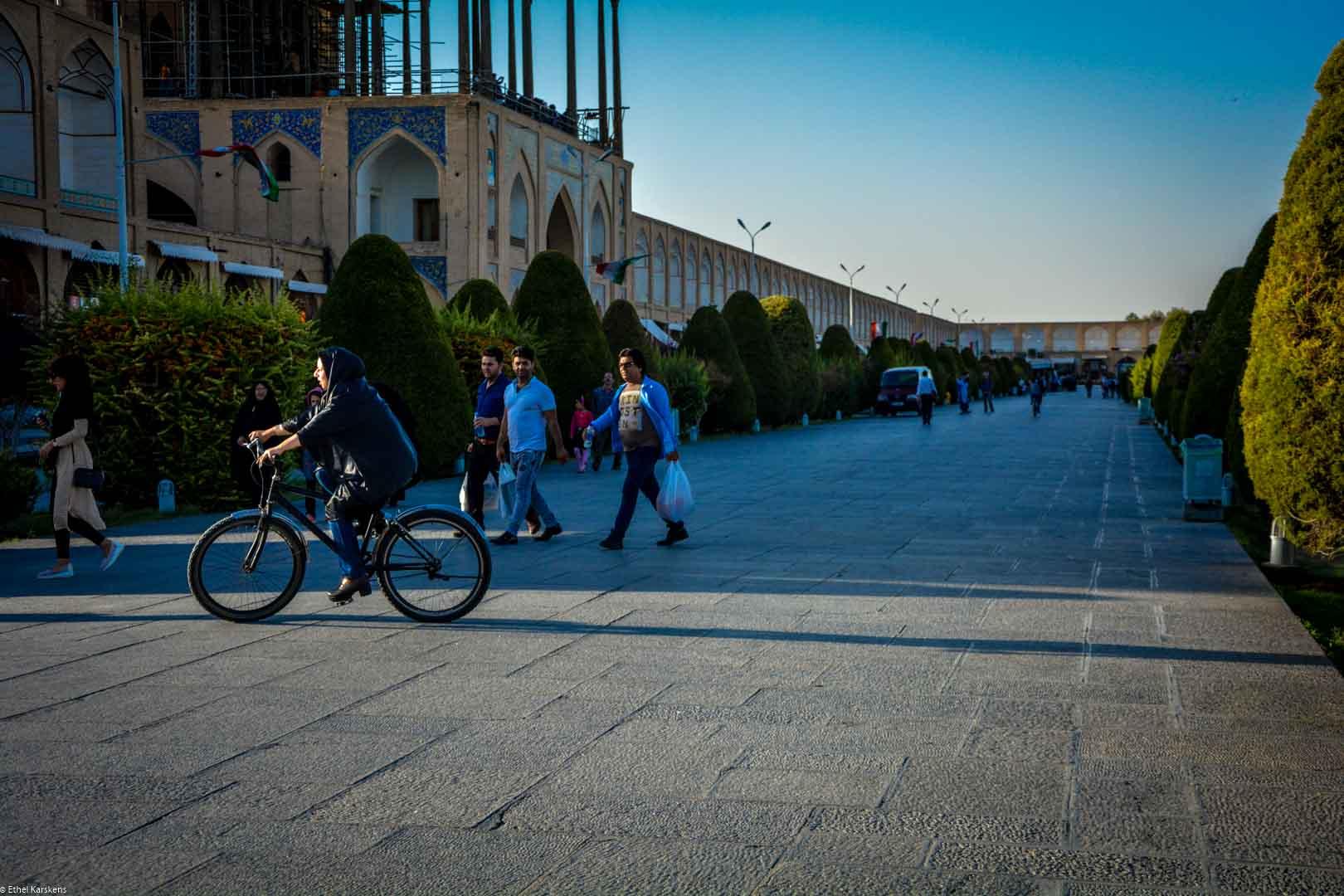 Vélo et tchador