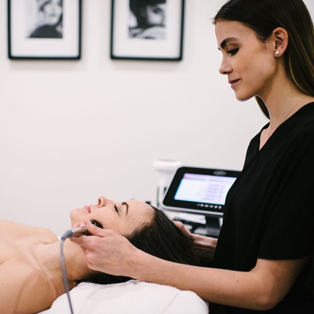 The radio frequency used in FORMA treatments helps in improving skin elasticity and building collagen. Come in and give it a try!  #skintightening #skinbyglow #forma #vancouverskincare #skincaretreatment