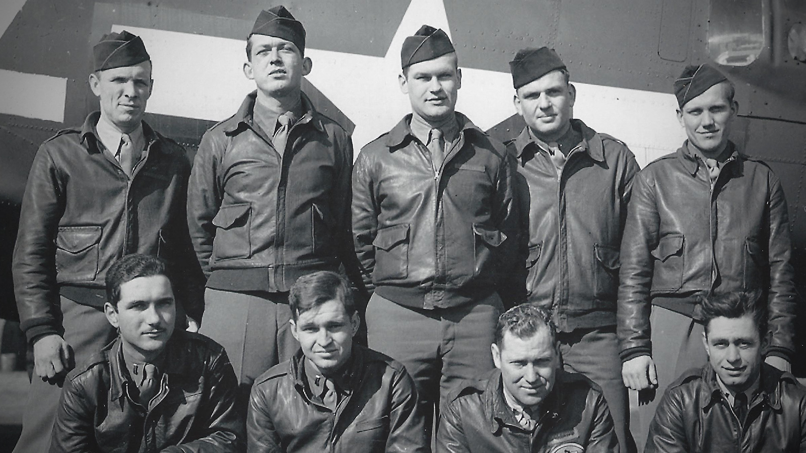 390th Bomb Group Crew #38 (Isaac Leslie Hightower is the second from the left on the bottom row)