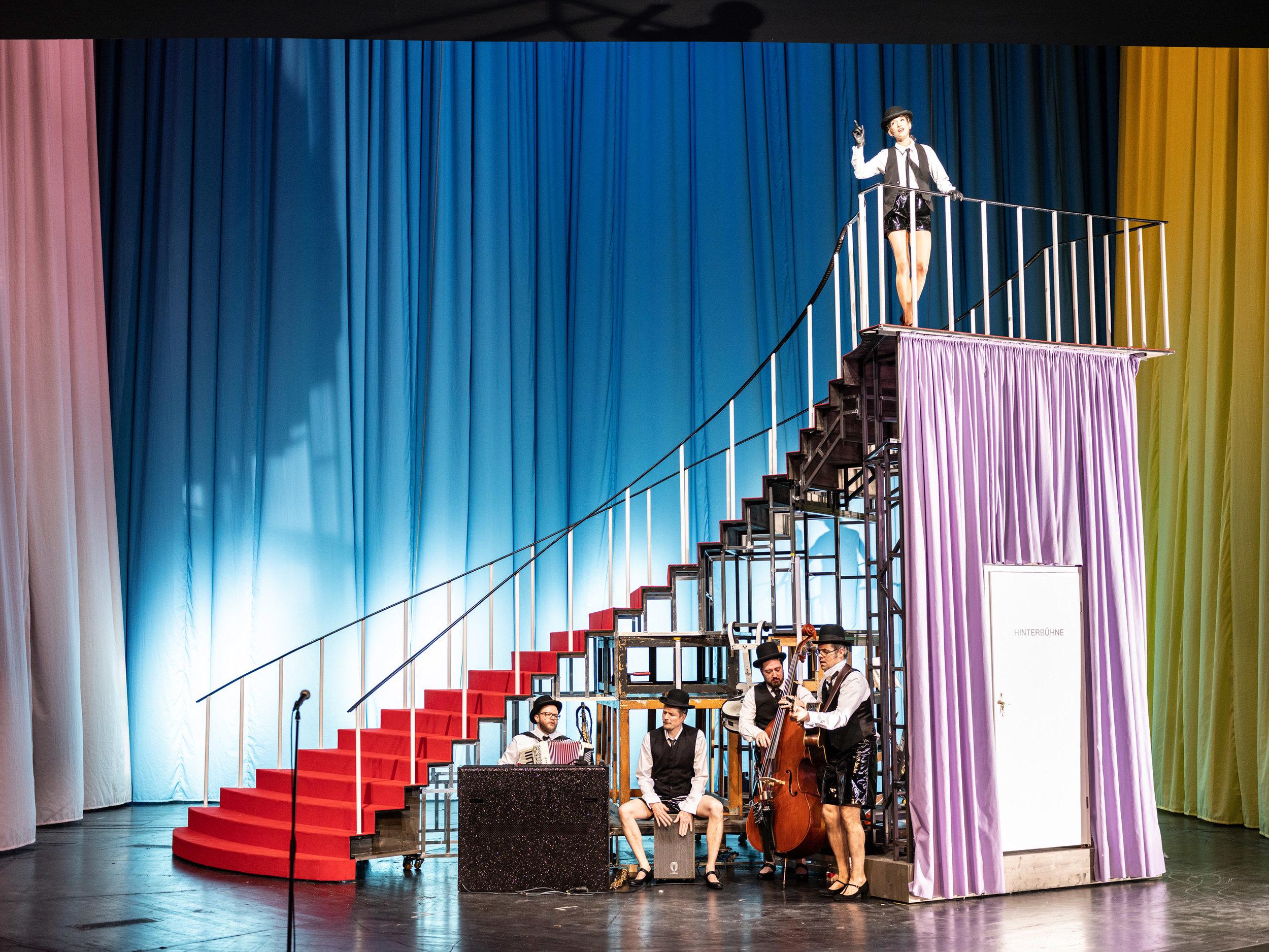 Über 100 Jahre Theatergeschichte an einem einzigen Abend? - Läuft!