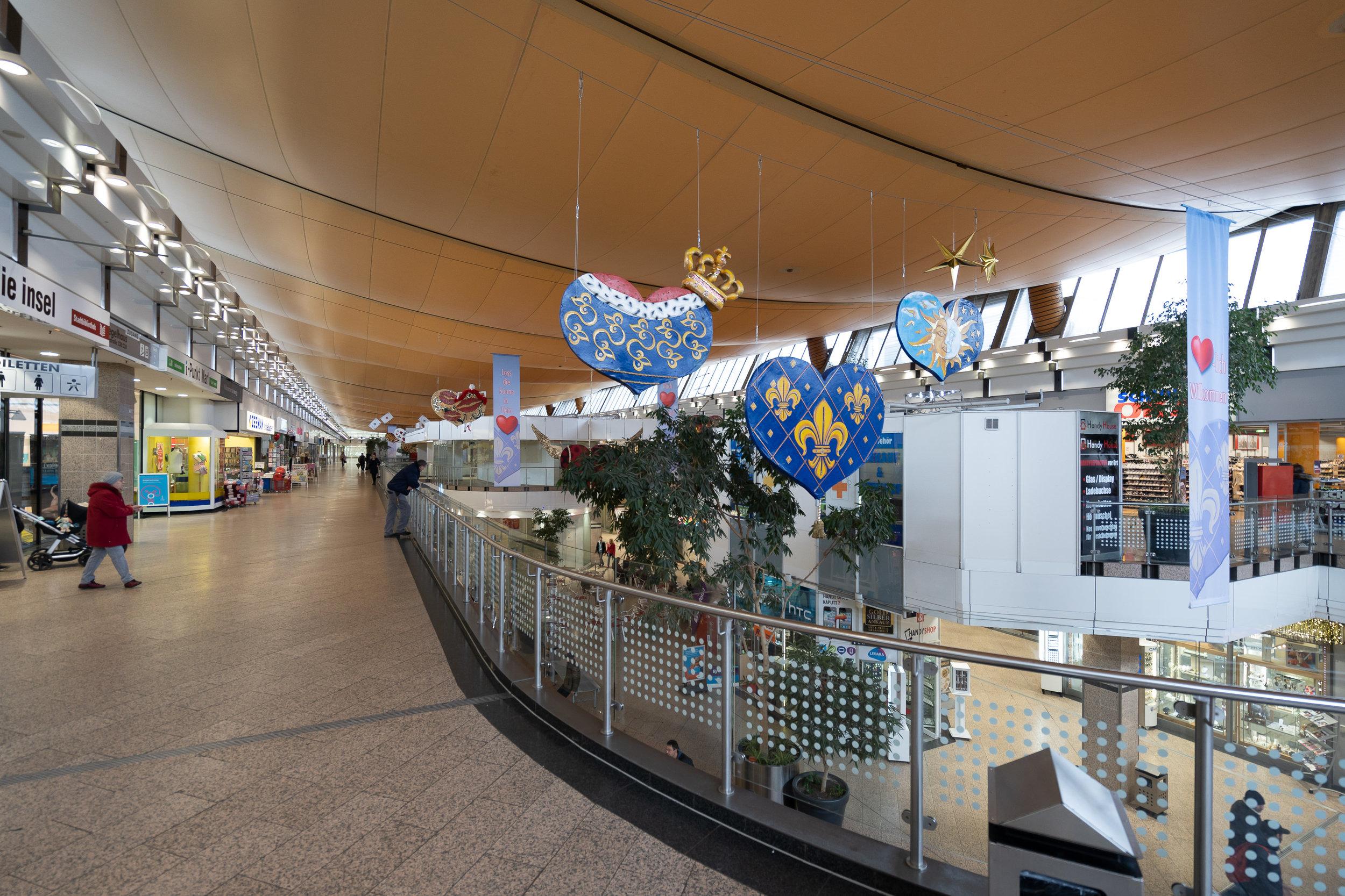 Lasst Euch nicht einschüchtern - vom wohl traurigsten Einkaufszentrum der Welt!