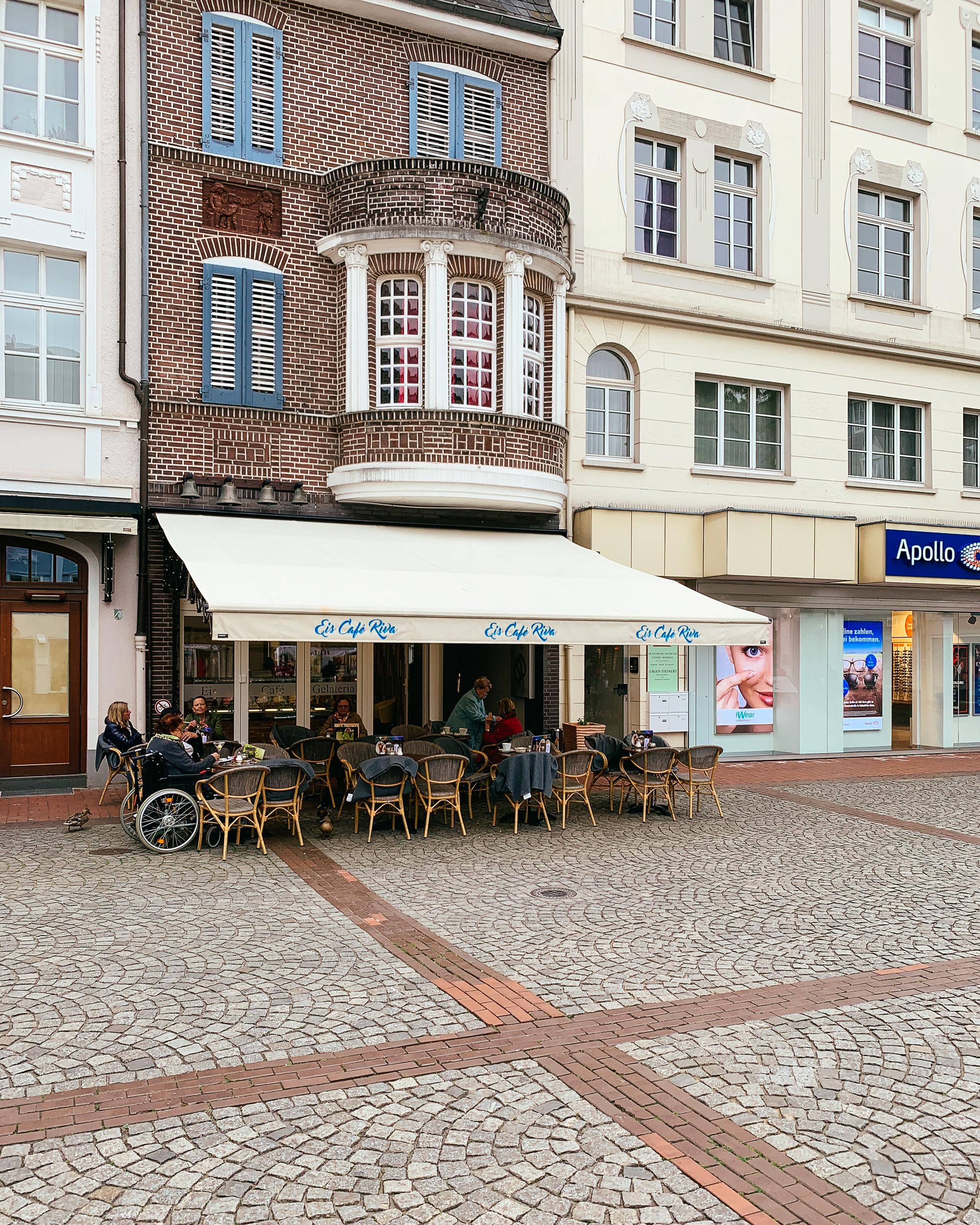 Leckerer Zwischenstopp: Auf ein Spaghetti-Eis im Eiscafé Riva -