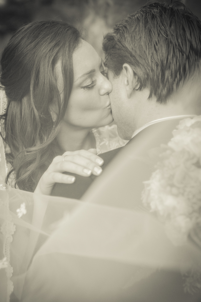 veil-photography-weddingday-brideandgroom