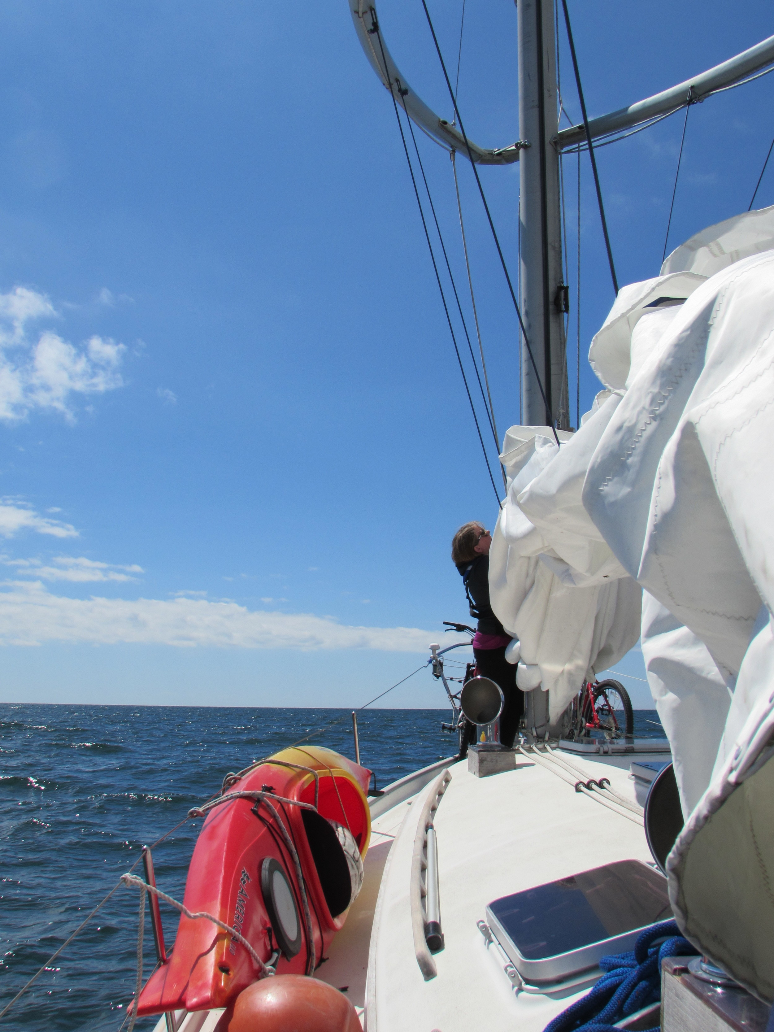 little mishap with the sail cord getting wrapped around the thingy...Mary fixed it.
