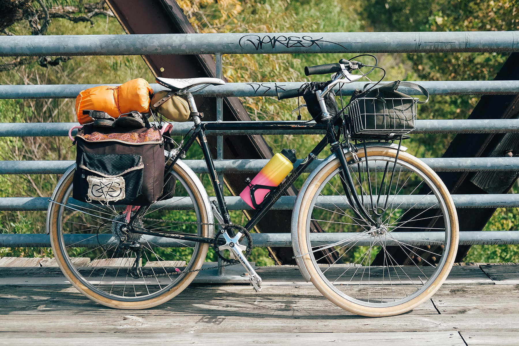 My 1990 Miyata 610 loaded up. New addition - a looney bin for my 40 oz. Hydro Flask #rideslow #arrivewhenever