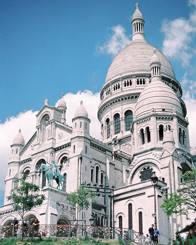 Beautiful day in my little corner of Paris, the neighborhood of Montmartre!