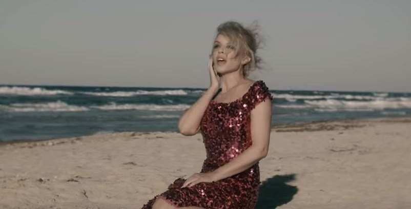 Albumism_KylieMinogue_Golden_MainImage2.JPG
