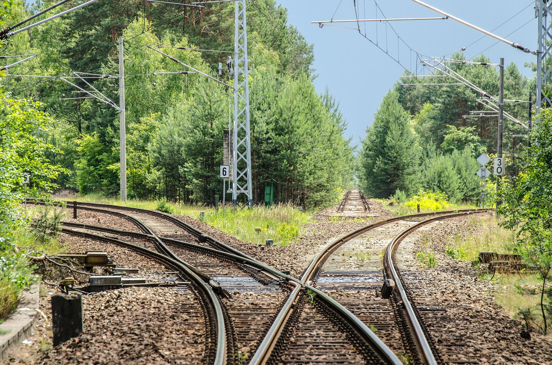railway-2100353_1920.jpg