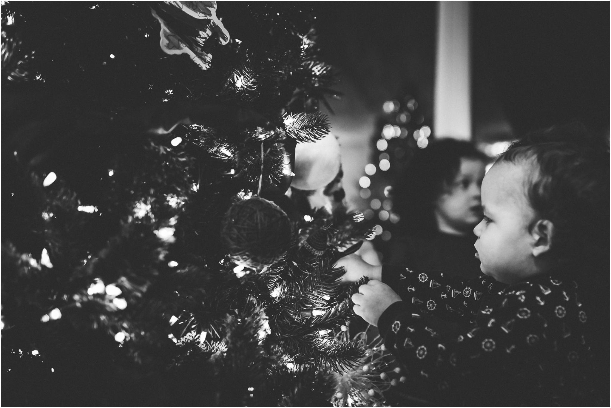 Edmonton documentary photographer - Best of 2016 - Christmas - Tree decorating - christmas tree - YEG - holiday season