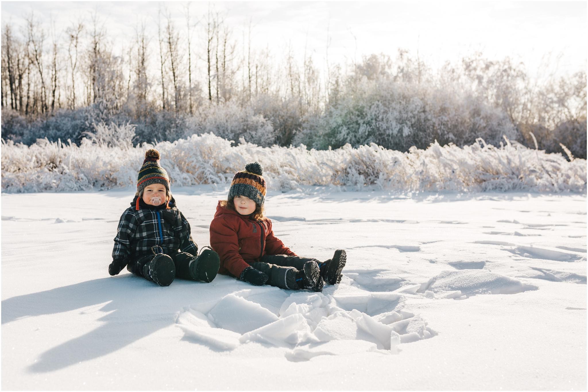 Treelines Photography - Edmonton Lifestyle Photographer - kids playing in snow