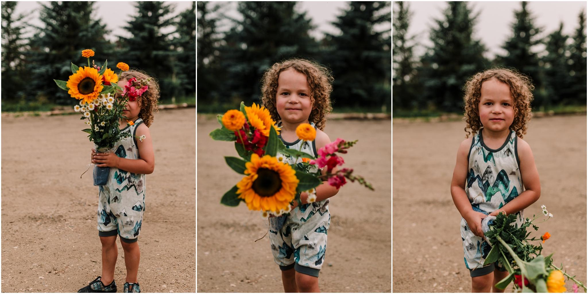Treelines Photography - Edmonton Family Photographer - Flower Picking - Bouquet - Sunflowers - Edmonton
