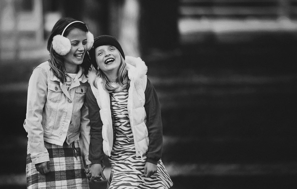 sisters-laughing-documentary-photography.jpg