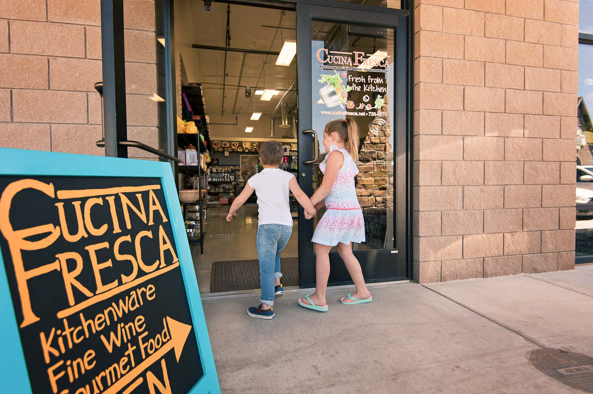 kids running into store holding hands