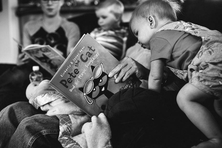 pete the cat reading with kids