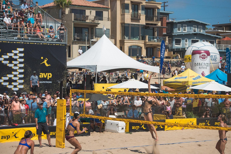 women's volleyball match manhattan beach.jpg