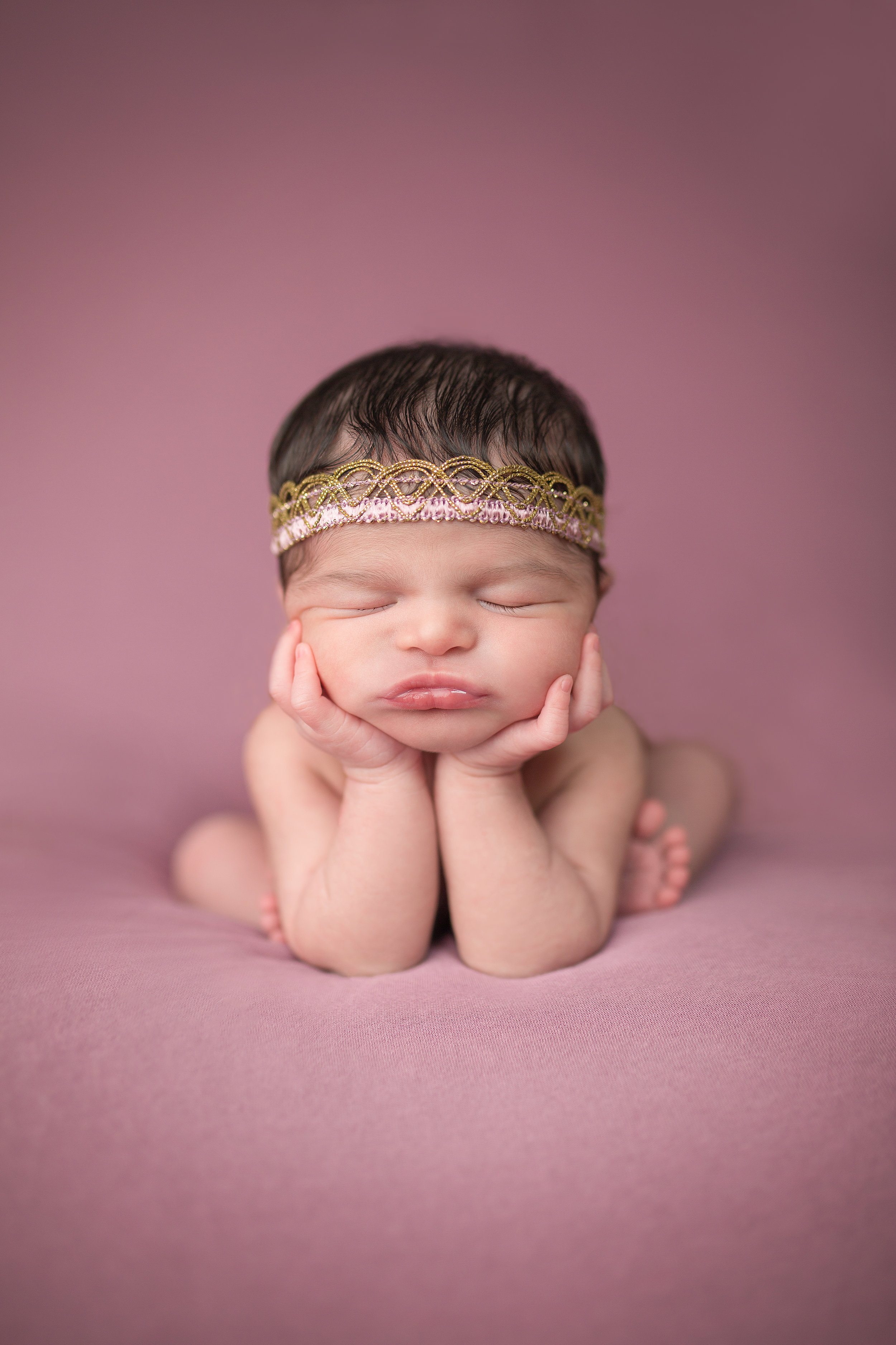"Newborn in ""Froggy Pose"""