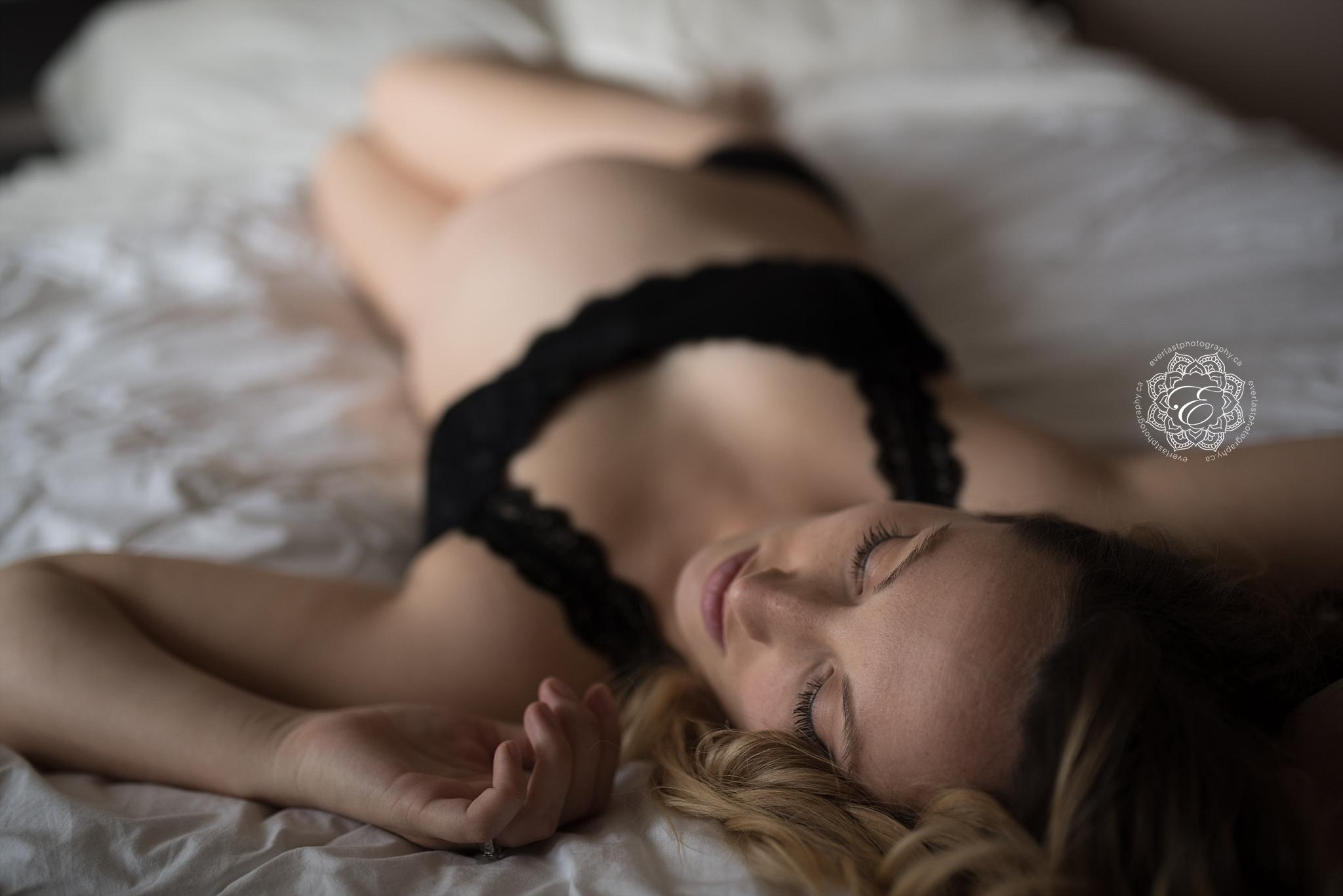 sexy-maternity-photography-edmonton.jpg