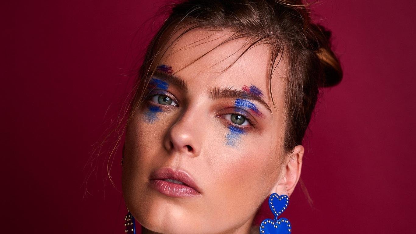 Iuliana Pop - Meow Magazine/ MéxicoModel: IulinanaMakeup & Hair: Simri AbnerStylist: Paula Montoya