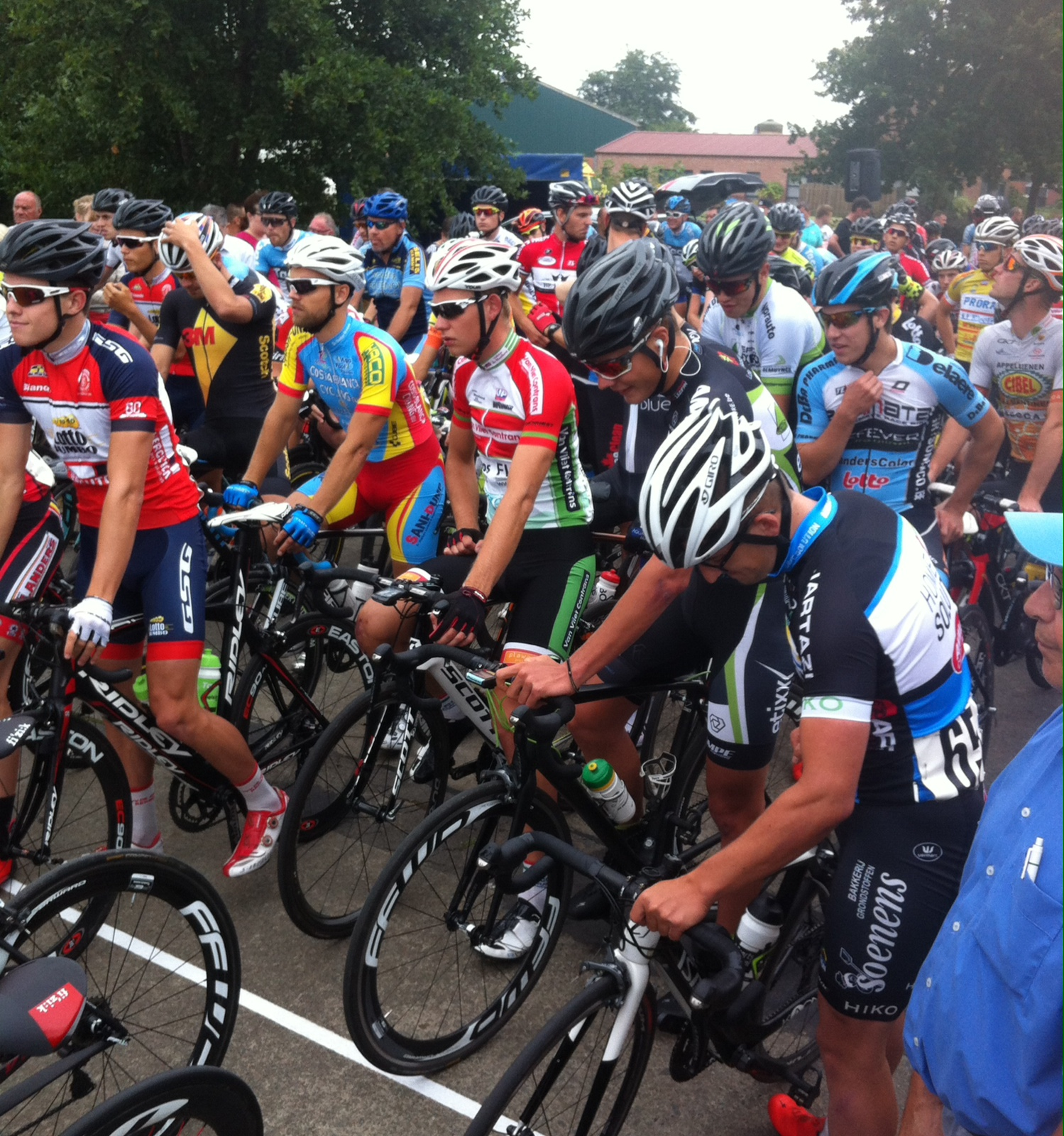 Sinaai start line was a crowded affair with 113 starters including the current Belgian Road Champion