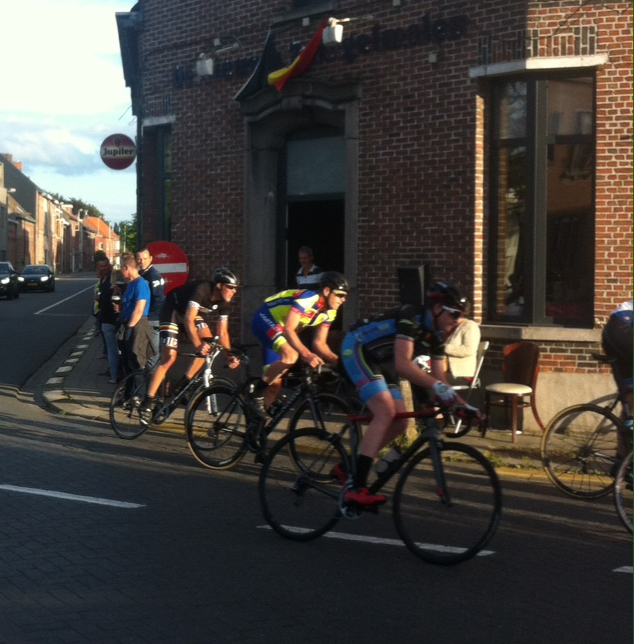 Conor passing the Beveren Waas corner pub with 250 metres to the finish
