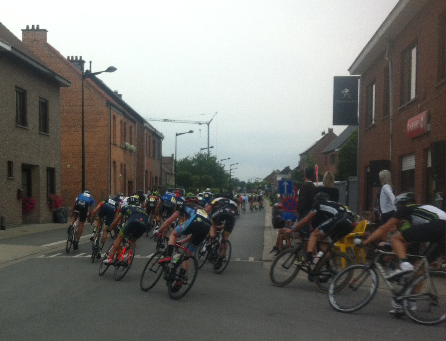 Bell lap at Bazel with the peloton chasing the three breakaways with a 43kph average for the 75k