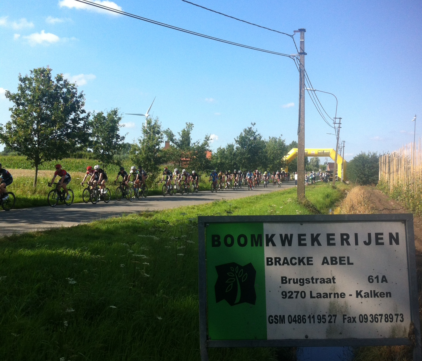 The Kalken Kermis races through the maize & hops fields in relative tranquillity. The E17 Freeway to Antwerp was just 750m away.