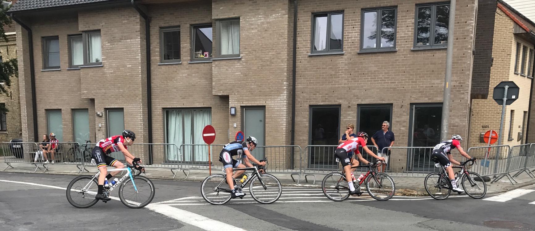 Diksmuide 17 - Peter Livingstone (red jersey) in the early breakaway