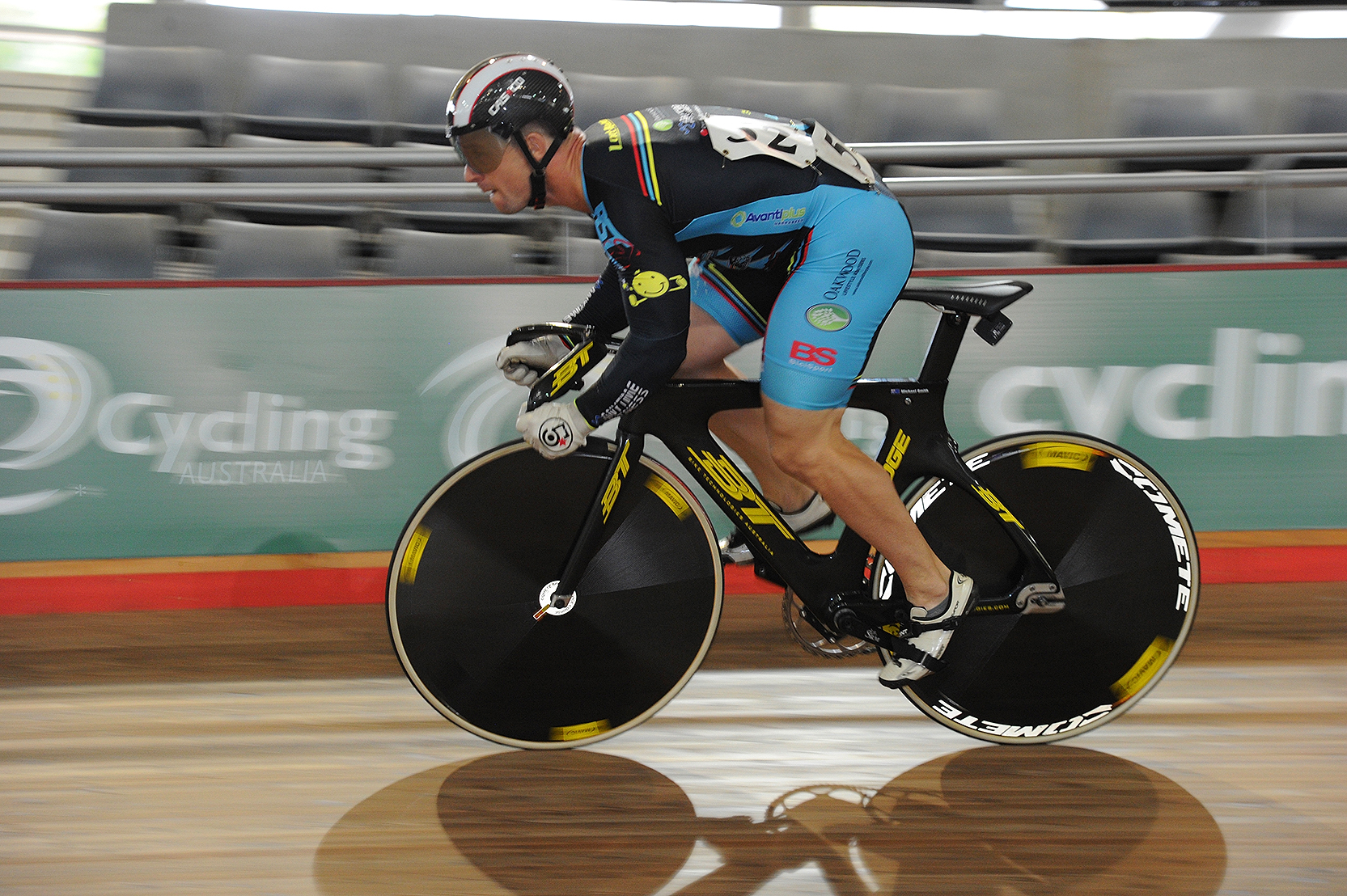 Mike Smith (BiciSport Master) took the Gold medal in the Teams Sprint and the Bronze medal in the individual Sprint at the World Masters Track Championships in Los Angeles