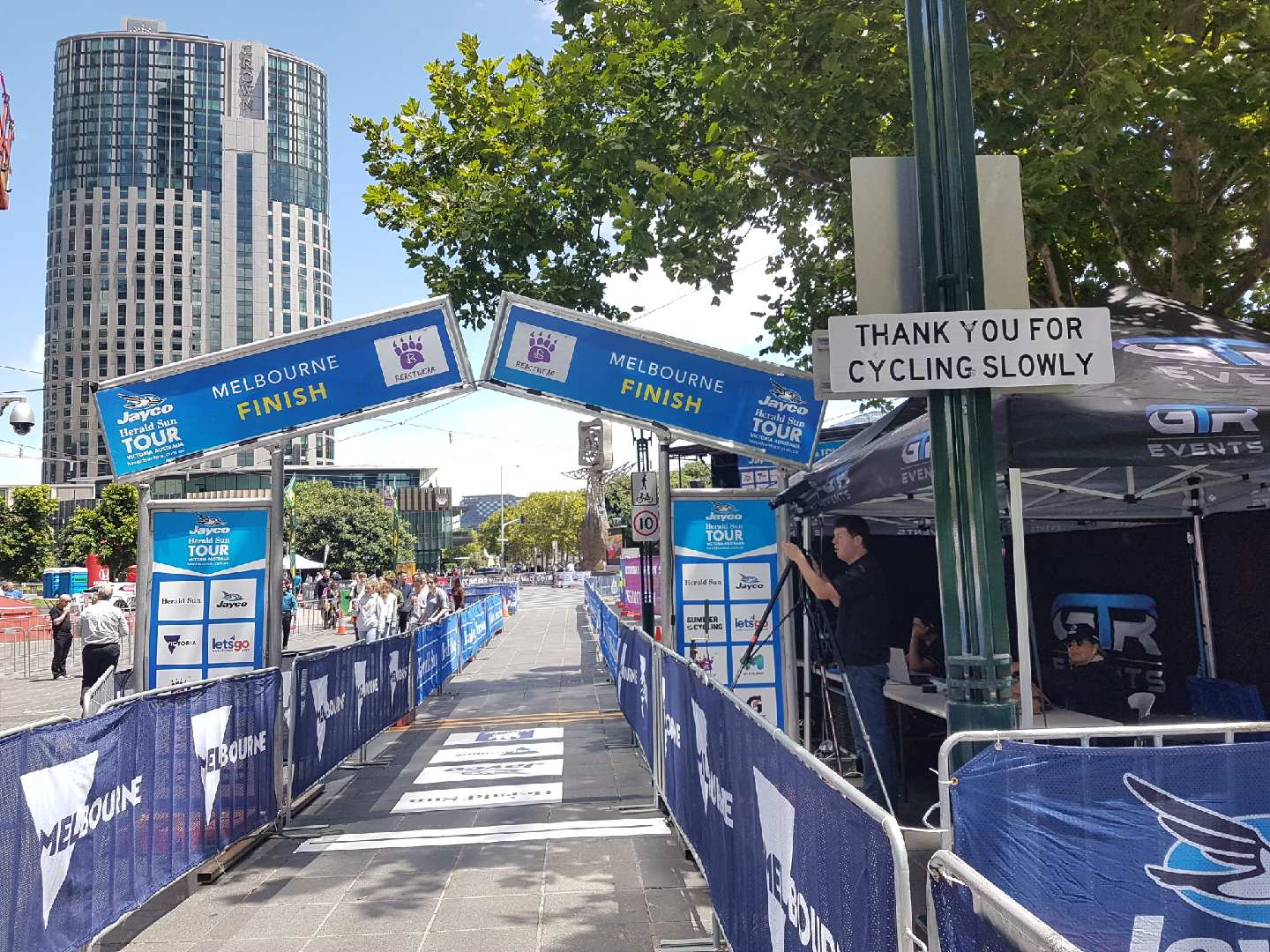Herald Sun Tour 18 - the HST prologue finish line with a real time ' thank you for cycling slowly' sign