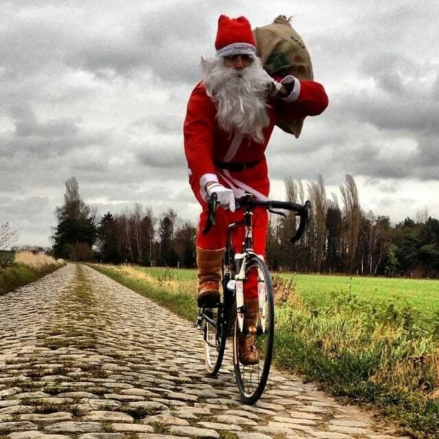 Santa on the cobbles.JPG