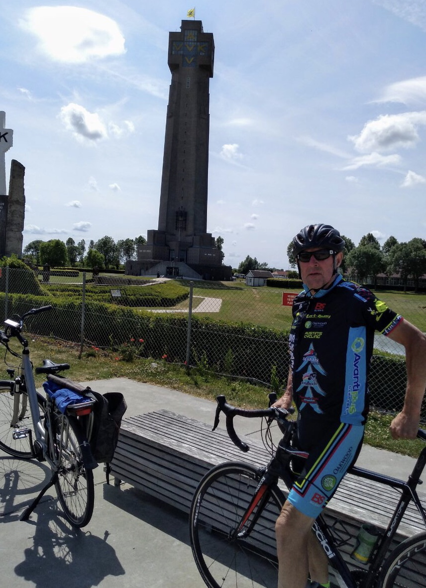 BiciSport in Belgium @ 27 July - Eddy Ver Hulst sighted in Diksmuide Belgium in 35+ degree heat. Diksmuide was the venue of major confrontations in World War One and the picture was taken in front of one of the many WW1 monuments.