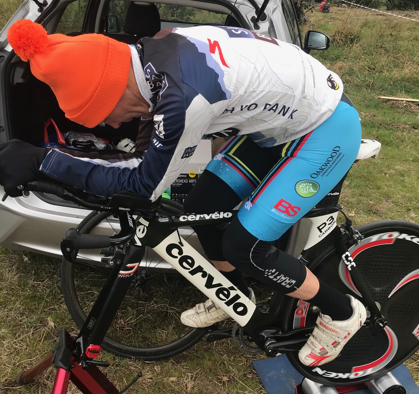 NSW Masters ITT Championships @ Gunning @ 7 Sept - Mike Lawson warms up in freezing conditions