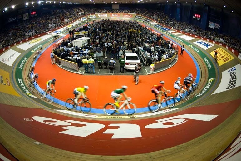 The t'Kuipe (means  Little Bowl  in Flemish) is 50 years old. It groans and it creaks with 48 degree bankings and just 167m per lap. Riders hit the bankings at 70kph during a sprint lap. The velodrome contains 5,000 seats and the spillover crowd fills into the Middelplein in the velodrome centre. Where is my beer ?