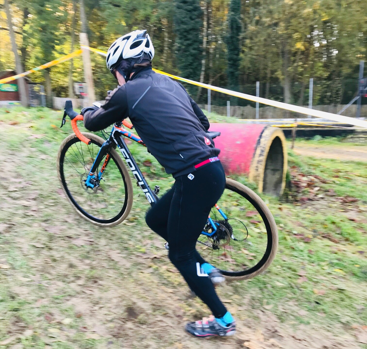 Zottegem Cyclocross Belgium @ 9 Nov - Mike Lawson (BiciSport Master) on the warm up lap before the race start, just after the short sandpit run