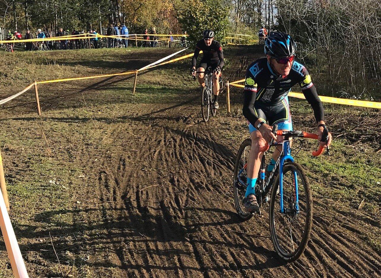 Zottegem Cyclocross Belgium @ 9 Nov - Mike Lawson in full flight at Zottegem