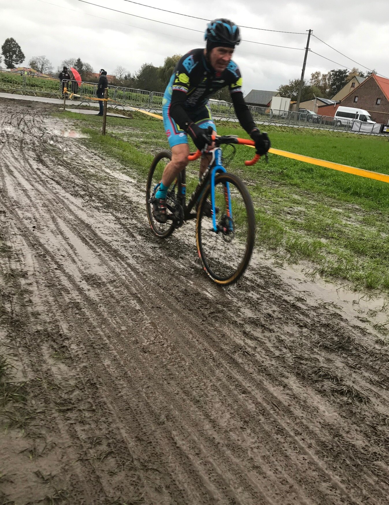 Flanders Cyclocross Championships @ Litchervelde @ 11 Nov - Mike Lawson leaves the finishing straight behind, turns left and begins lap 2 in the Flanders mud
