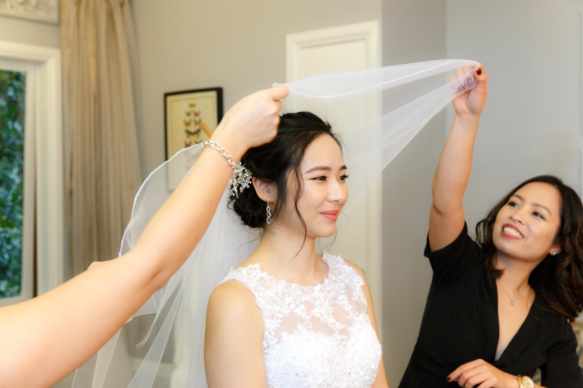 ©Sherman Tan Studio_Melbourne Wedding Photography_Bride Preparation_Paul & Rowenia_01_Prep_204.jpg