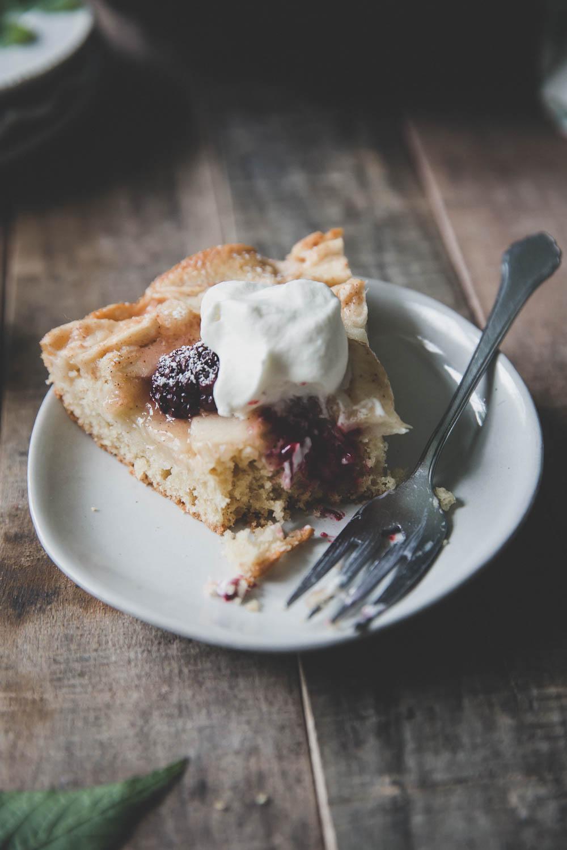 Bragg_Kate_Apple_Blackberry_Skillet_Cake-3376.jpg