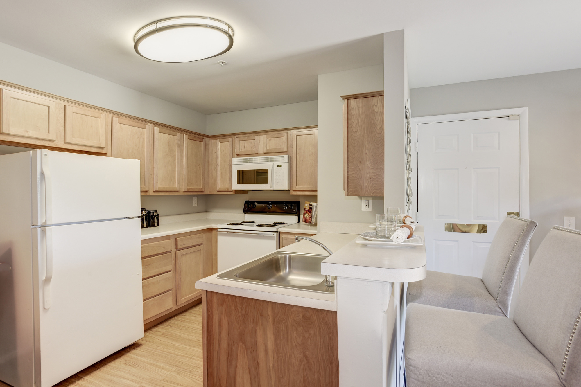 Fox Run Apartments in Edgewood, MD 21040: Kitchen with Breakfast Bar