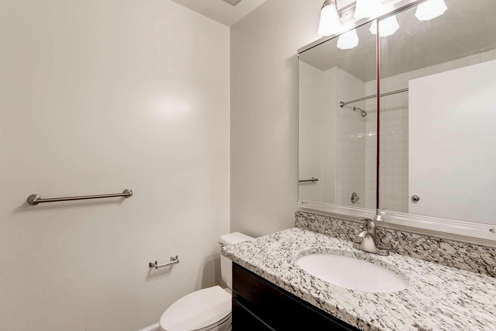 Annen Woods Apartments in Pikesville, MD - Bathroom
