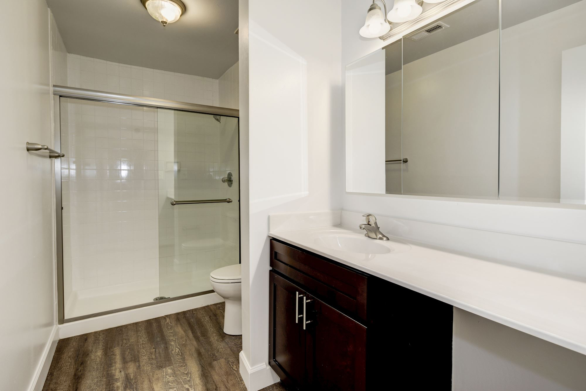 Annen Woods Apartments in Pikesville, MD - Renovated Bathroom