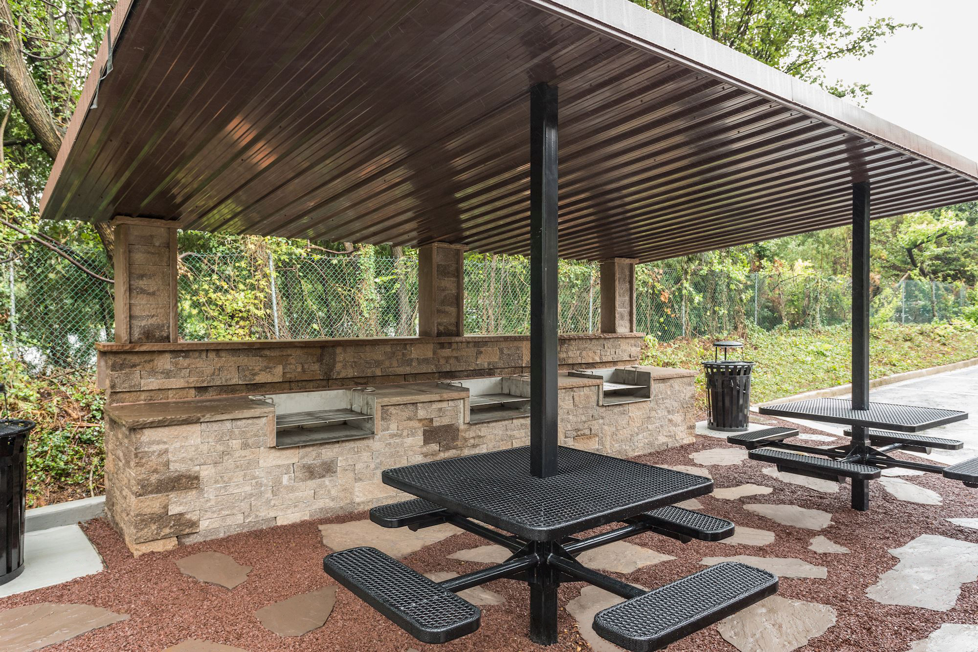 Annen Woods Apartments in Pikesville, MD - Grilling & Outdoor Dining Area