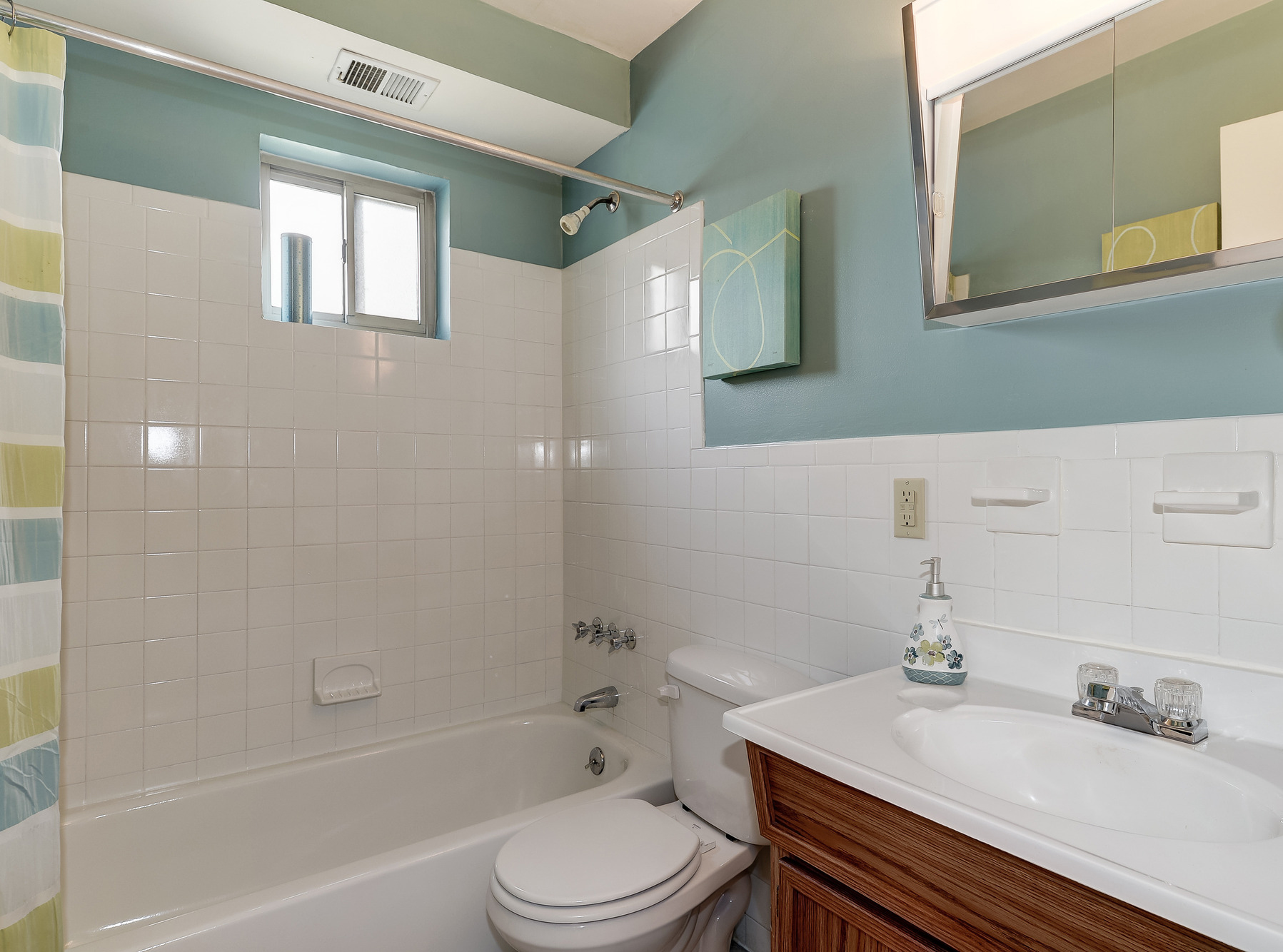 Barclay Square Apartments in Baltimore, MD - Bathroom