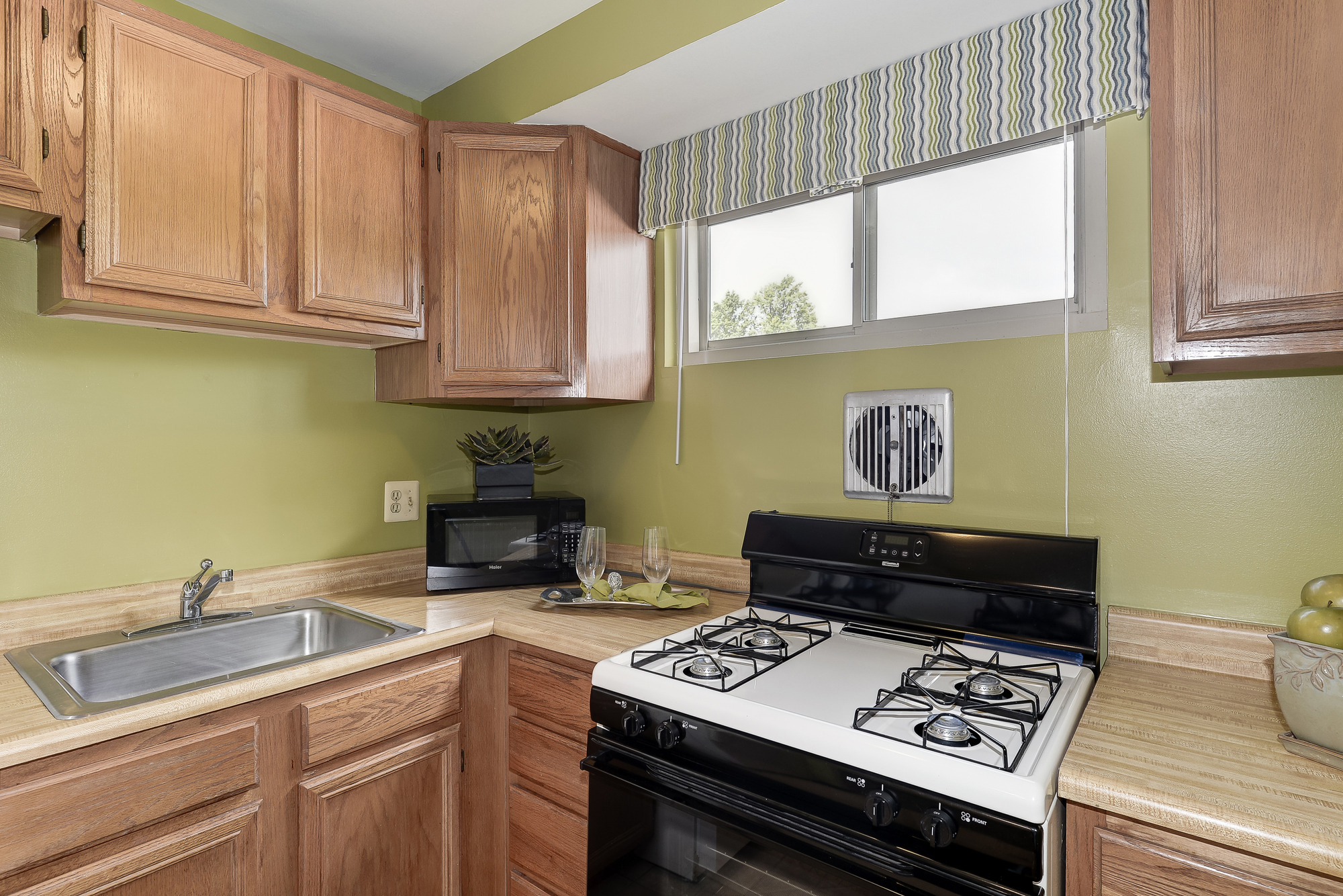Barclay Square Apartments in Baltimore, MD - Kitchen