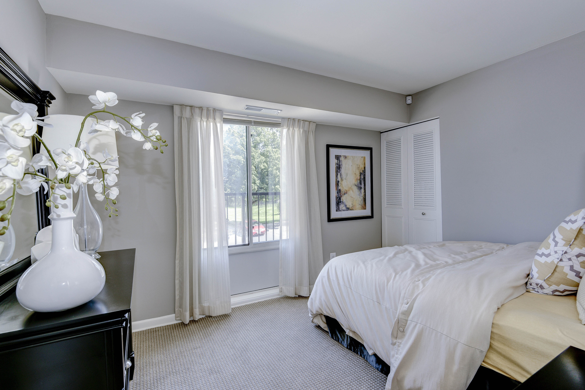 Hampton Manor Apartments & Townhomes in Cockeysville, MD - Bedroom