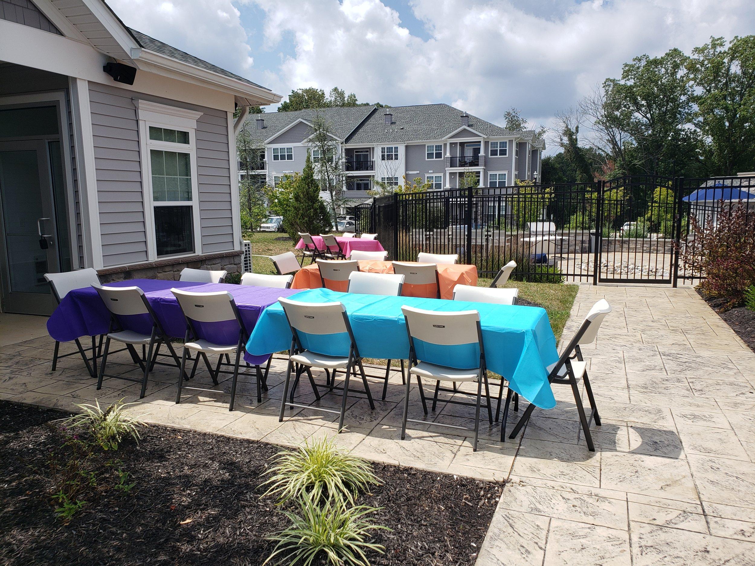 2019 Avanti Apartments Pool Party - Table Decorations