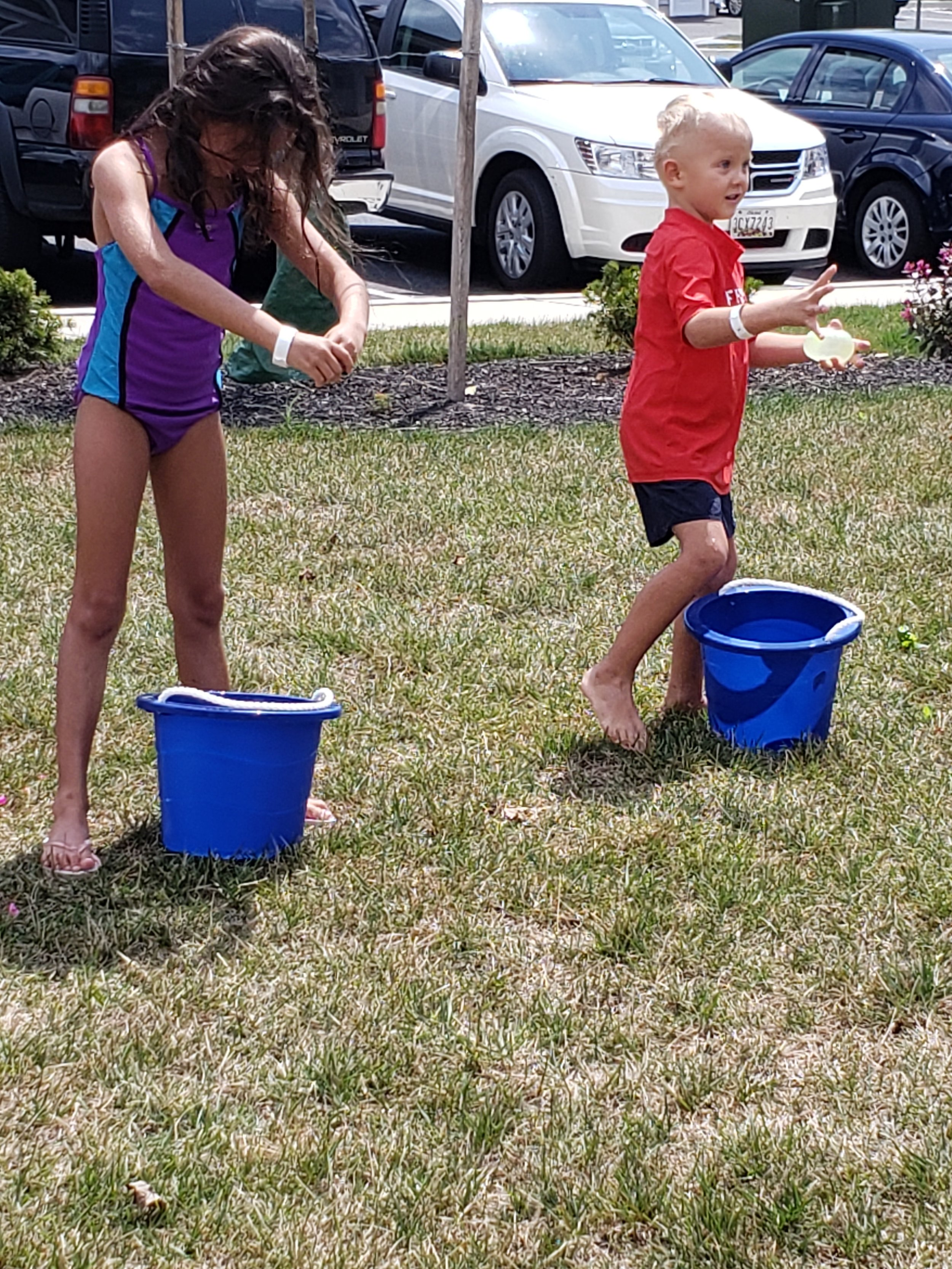 2019 Avanti Apartments Pool Party - Water Balloon Figth
